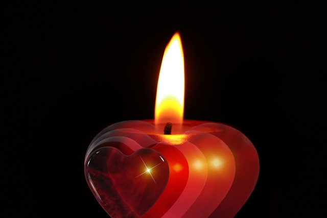 candle-386607_640